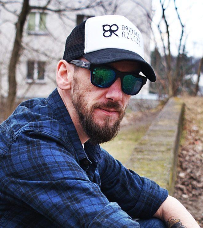 Truckerka czarna czapka z daszkiem