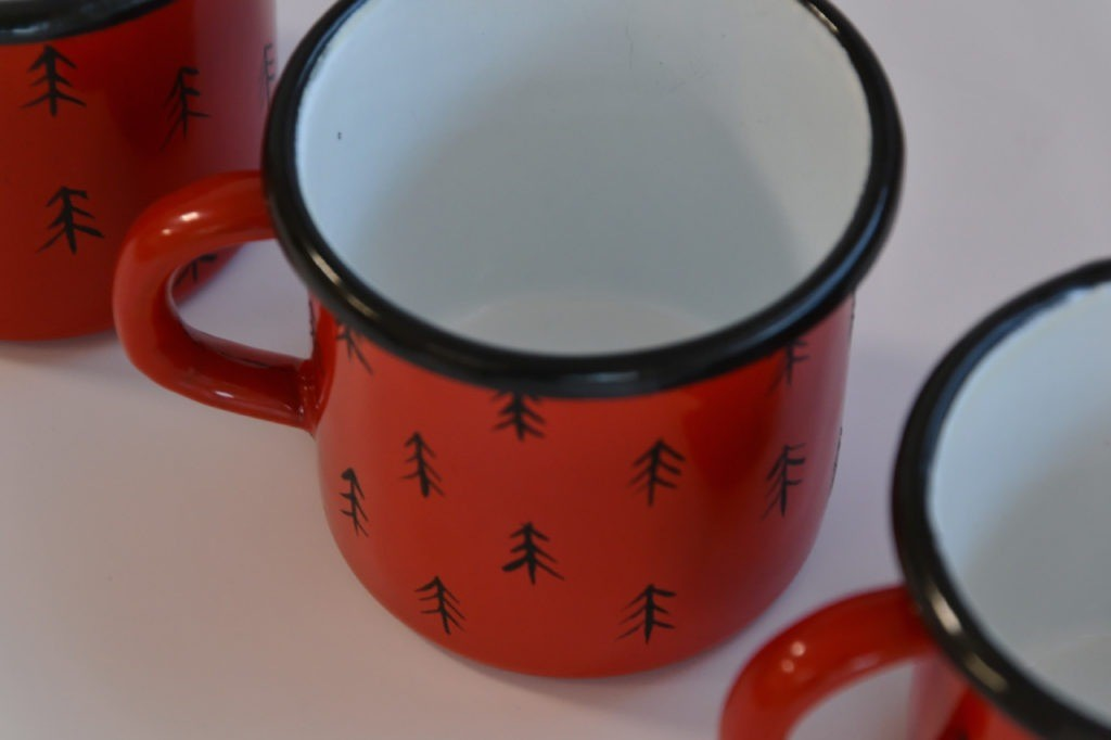 Czerwony kubek emaliowany CZERWONY MAG